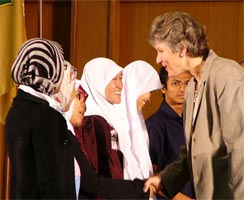 Hughes greets Indonesian students (State Dept. photo)