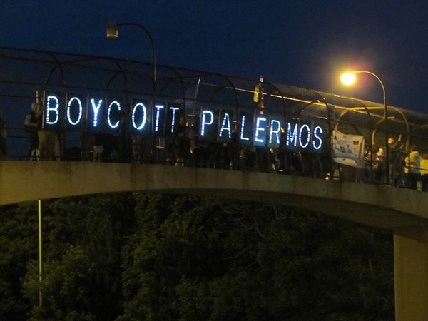 "image of LED signs that say ""boycott palermos"""